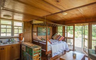 Amara Retreat Yoga and Detox - Inside cabin